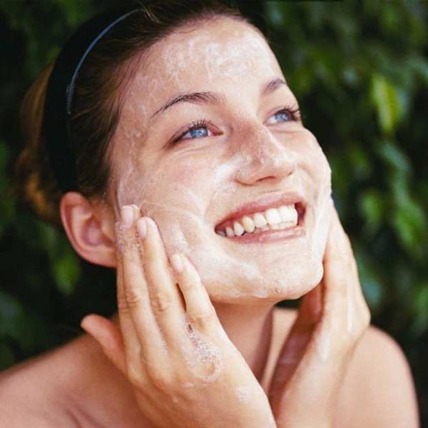 tay-te-bao-chet-kiem-dau-simple-clear-skin-oil-balancing-facial-scrub-75ml-2
