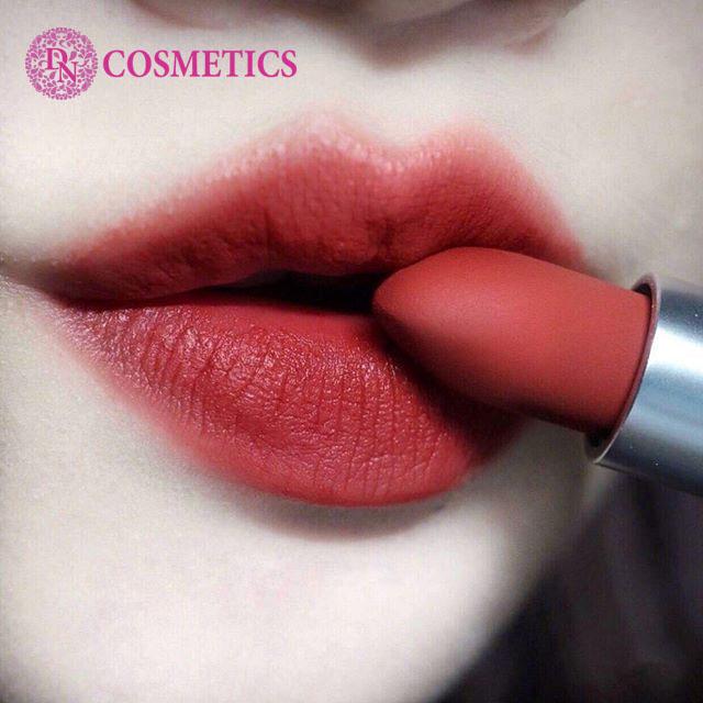uu-diem-son-mac-travel-exclusive-powder-kiss-lipstick